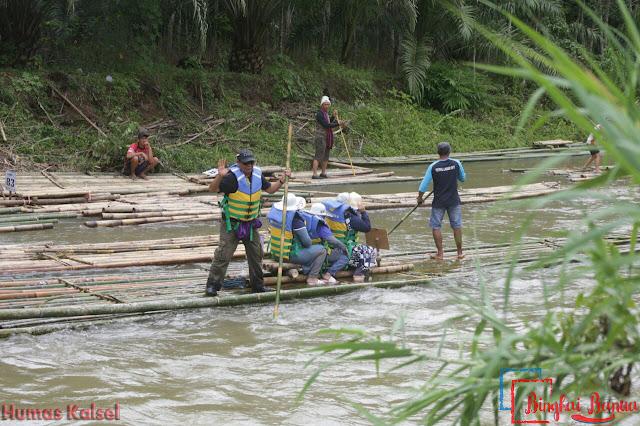 Festival Bamboo Rafting dalam Festival Loksado 2017