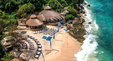 Bali beach - Karma Kandara beach is a beach with privacy, clean beach sand, the beauty of the sea as in the Mediterranean sea.