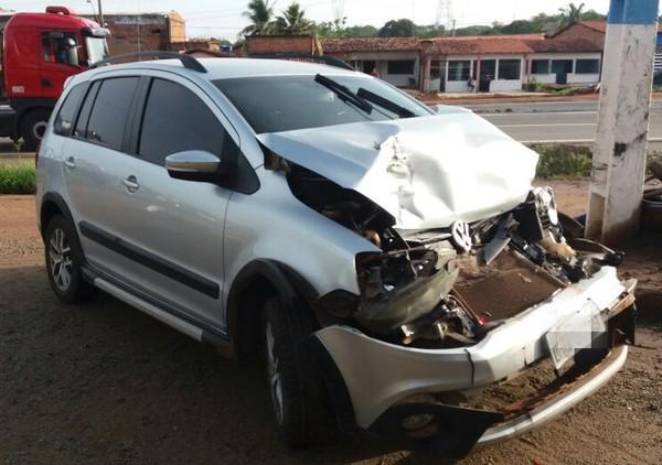 Dois carros ficam destruídos após acidentes na BR-135, no Maranhão