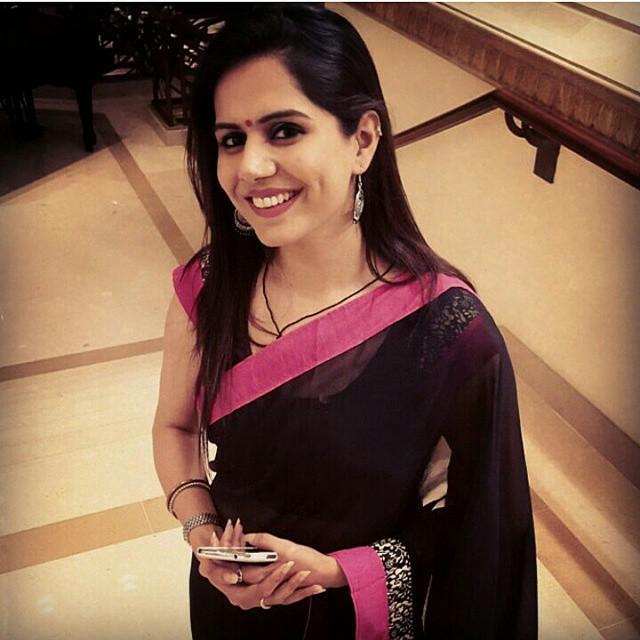 indian-instagram-girl-in-sari
