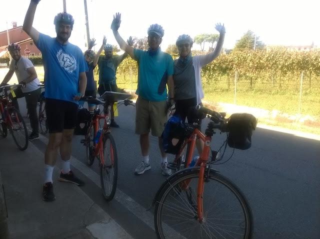 Gruppo di cicloturisti in viaggio verso Treviso