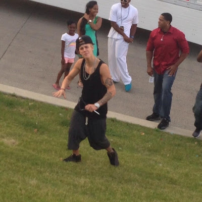 Justin Bieber Greeting Chicago Fans!