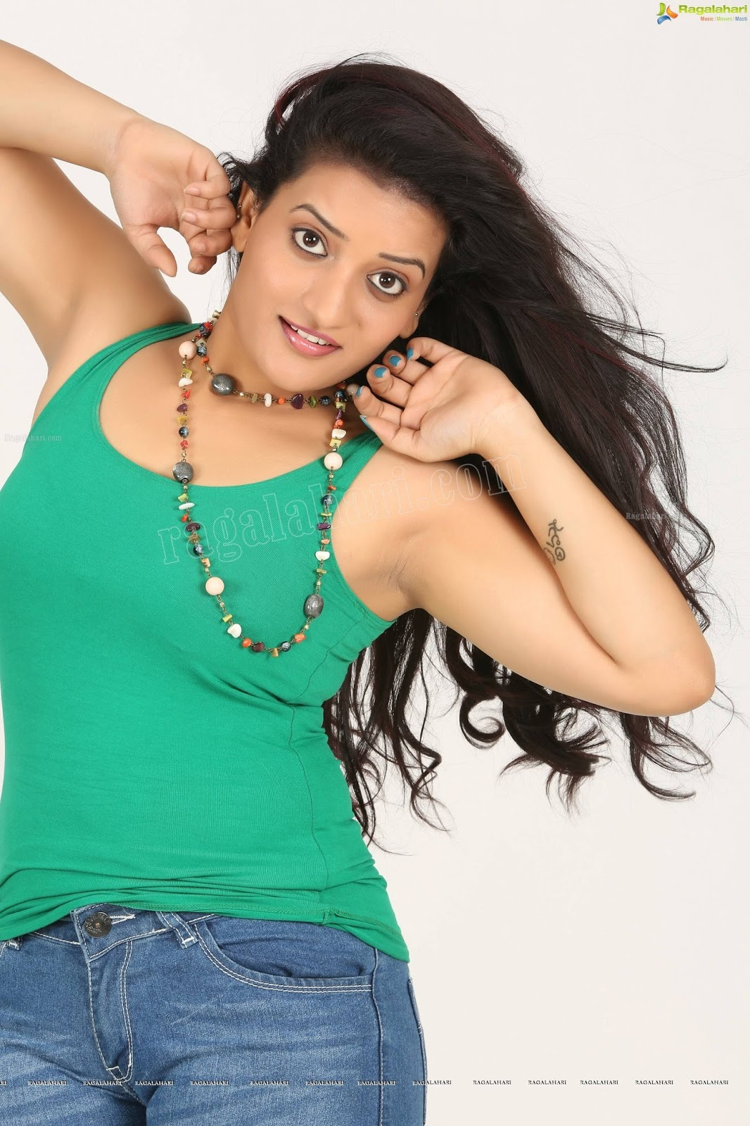 Armpit Actress Photo Janani Iyer Superb Sexy Armpit Show-6037