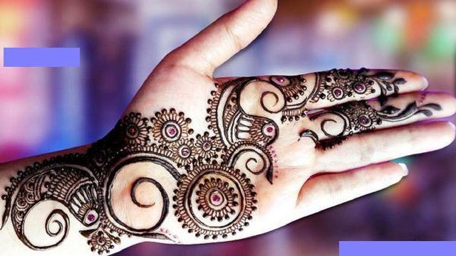 Henna design photo