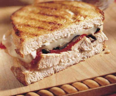 Lunch - Sandwich with roasted pepper and turkey breast