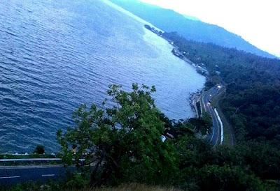 Puncak thailand dari atas danau singkarak
