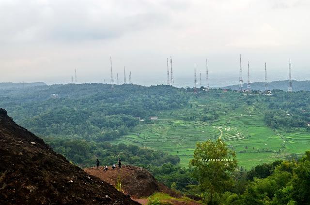 Pemandangan dari Gunung Bagong di kawasan gunung api purba Nglanggeran Gunung Kidul©Jelajahsuwanto