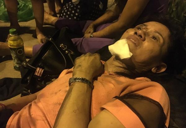 Một nạn nhân bị thương vẫn đang trong tình trạng hoảng loạn