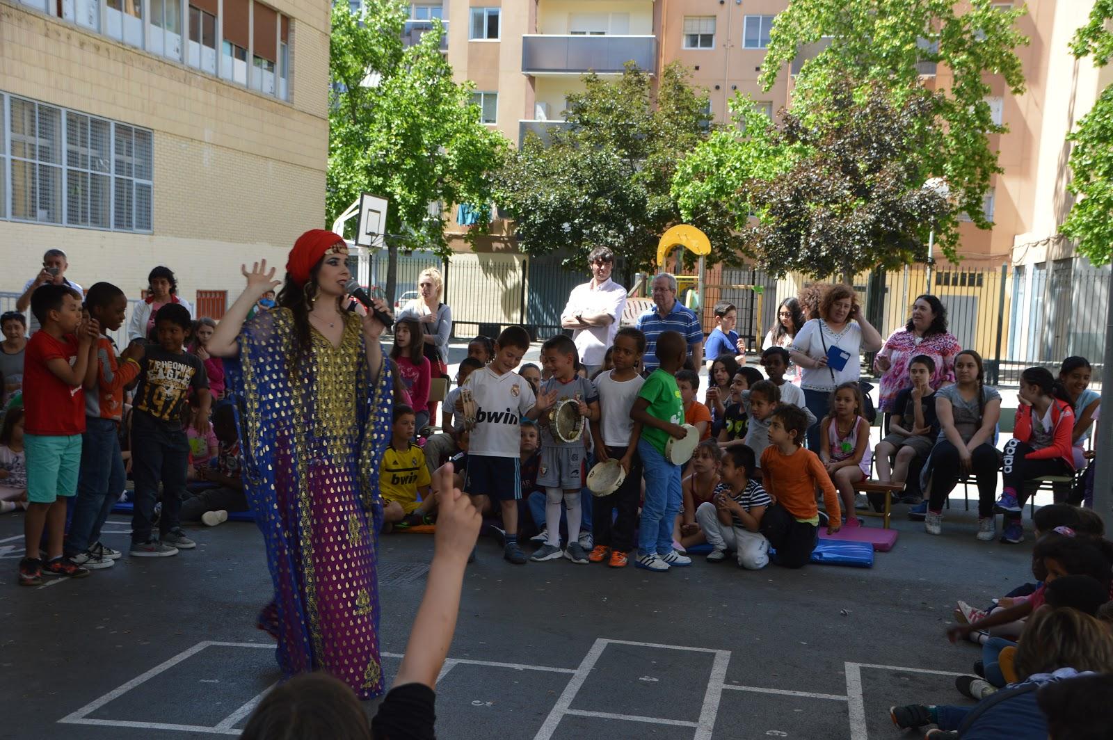 beber árabe bailando en Pamplona