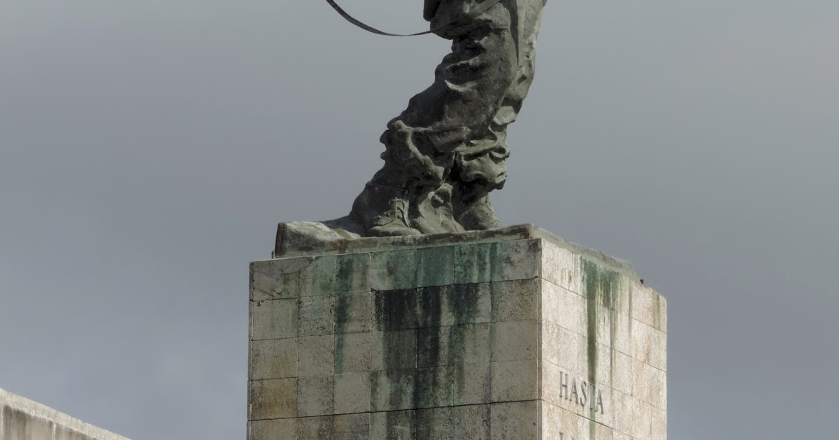 Il mausoleo per il Che a Cuba le carrozze originali sui vecchi binari