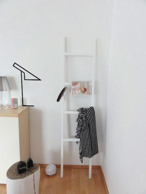 ber ideen zu kleiderleiter auf pinterest herrendiener wanduhr wei und kommode. Black Bedroom Furniture Sets. Home Design Ideas