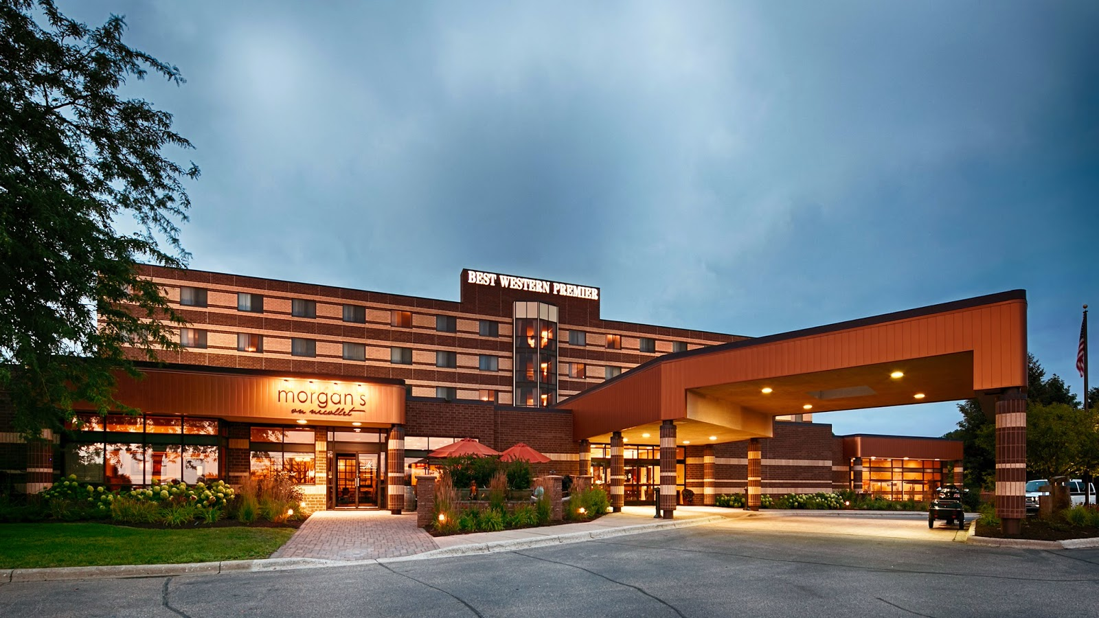 Burnsville Hotel Recognized With Two Awards At Best Western S 2017 District Iii Meeting
