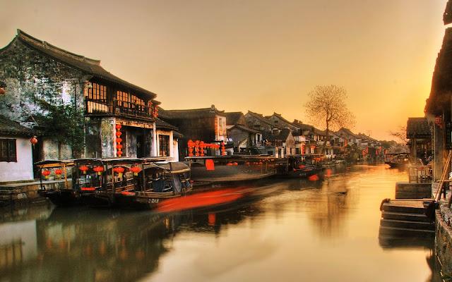 """Phượng Hoàng cổ trấn, """"Venice của phương Đông"""" hay """"Đảo dương cầm"""" là những điểm đến tuyệt đẹp ở Trung Quốc."""