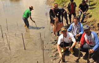 Aksi tanam mangrove #hariBUMI