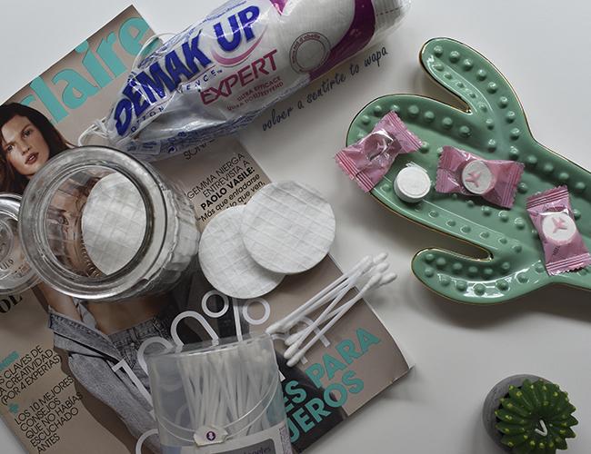 Productos para desmaquillar el rostro: toallitas, algodones y bastones de algodón