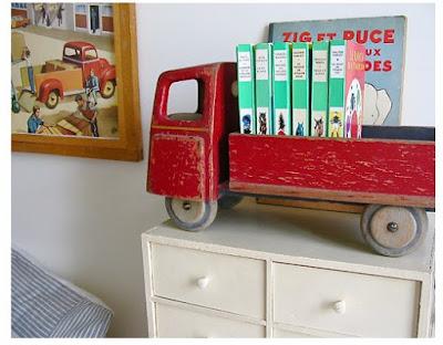camión retro sirve como un pequeño librero.