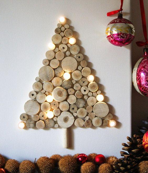 Árbol de Navidad hecho con rodajas de madera