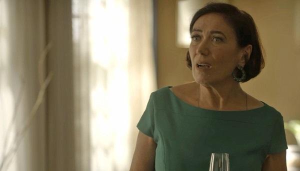 Valentina não acredita que Eurico a ajude a conseguir o casarão (Imagem: Reprodução/TV Globo)