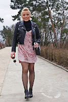 http://www.karyn.pl/2017/03/welurowa-rozowa-sukienka.html