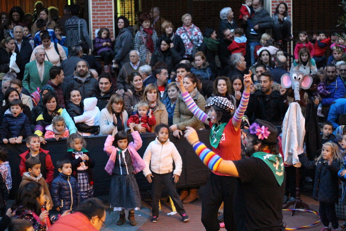 Espectáculo de Antxo ta Pantxa en las fiestas de Bagatza de 2015
