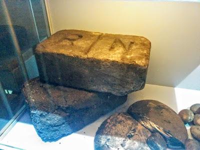 Briquetas expuestas en el Centro de Interpretación de la Minería de Barruelo