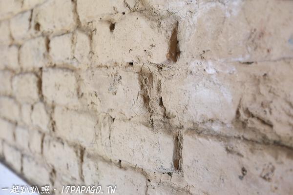 裡面的牆壁還由土角疊砌而成