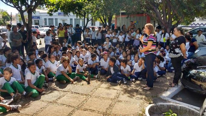 PARALISAÇÃO – Professores, alunos, pais e gestores de Caxias protestam contra corte de mais de R$ 3,6 milhões do FUNDEB pelo Governo Federal