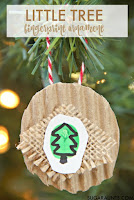 Little fingerprint Christmas tree ornament memento based on the book, little tree by e.e. cummings.  This kid-made Christmas ornament is a fine motor workout for intrinsic muscle strength, arch development, and finger isolation.