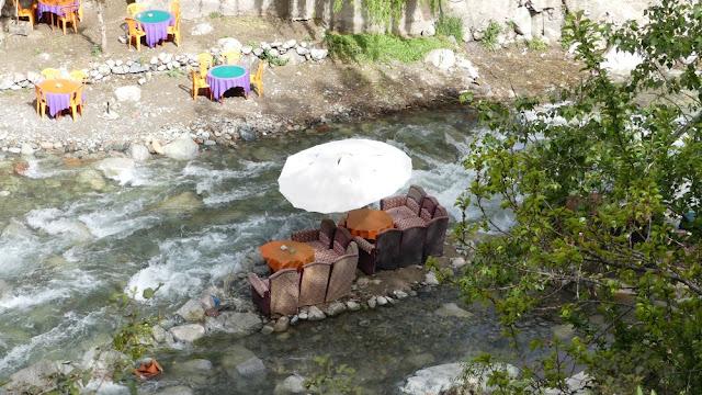 Typisches Restaurant im Ourika-Tal direkt am Fluss - Marokko
