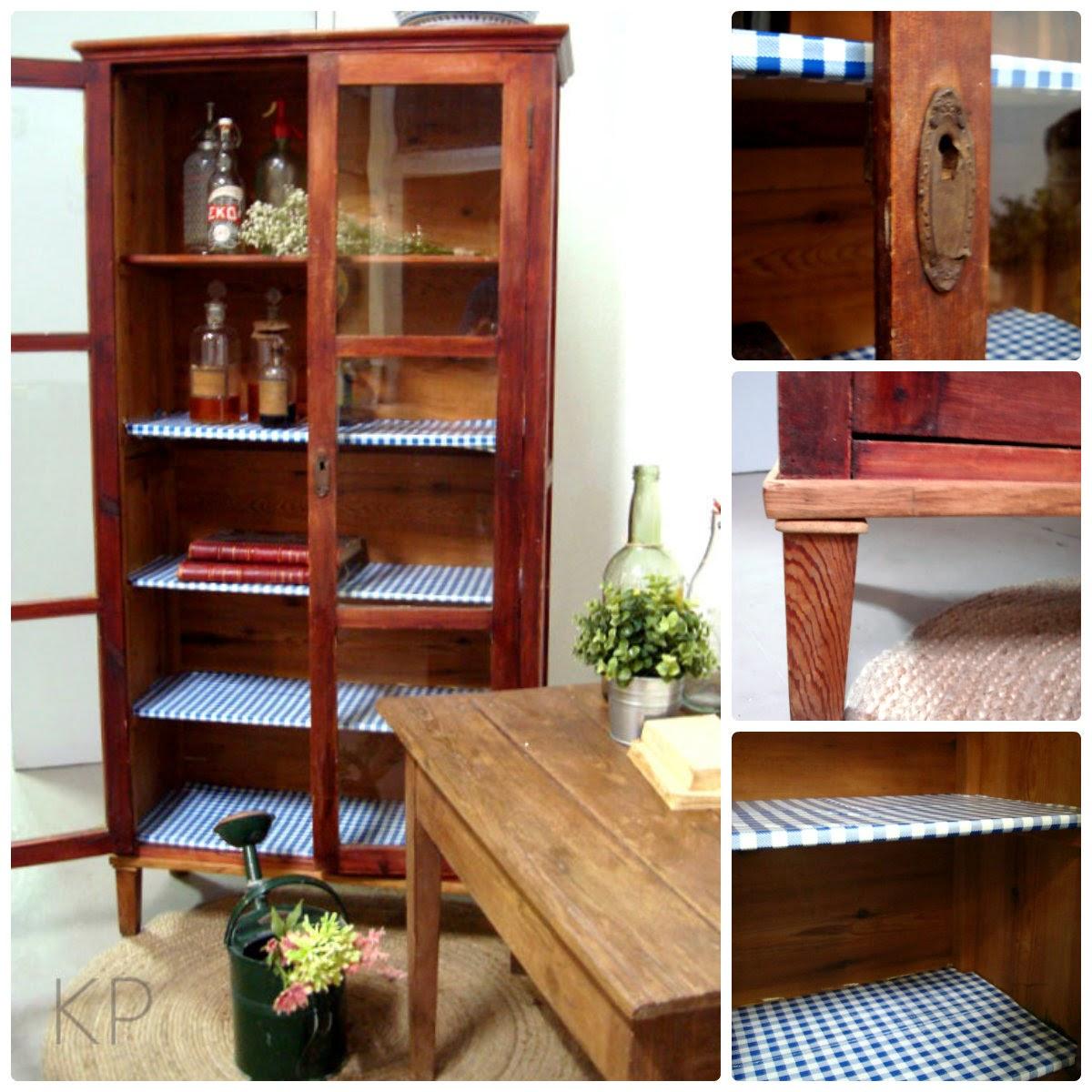 alacena de madera antigua vintage estilo rústico. muebles auténticos de época de casa campo en valencia