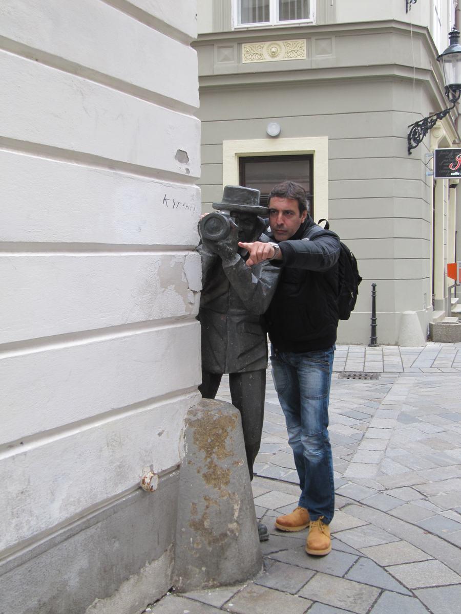 el paparazzi, estatuas de Bratislava, estatua del paparazzi o fotografo