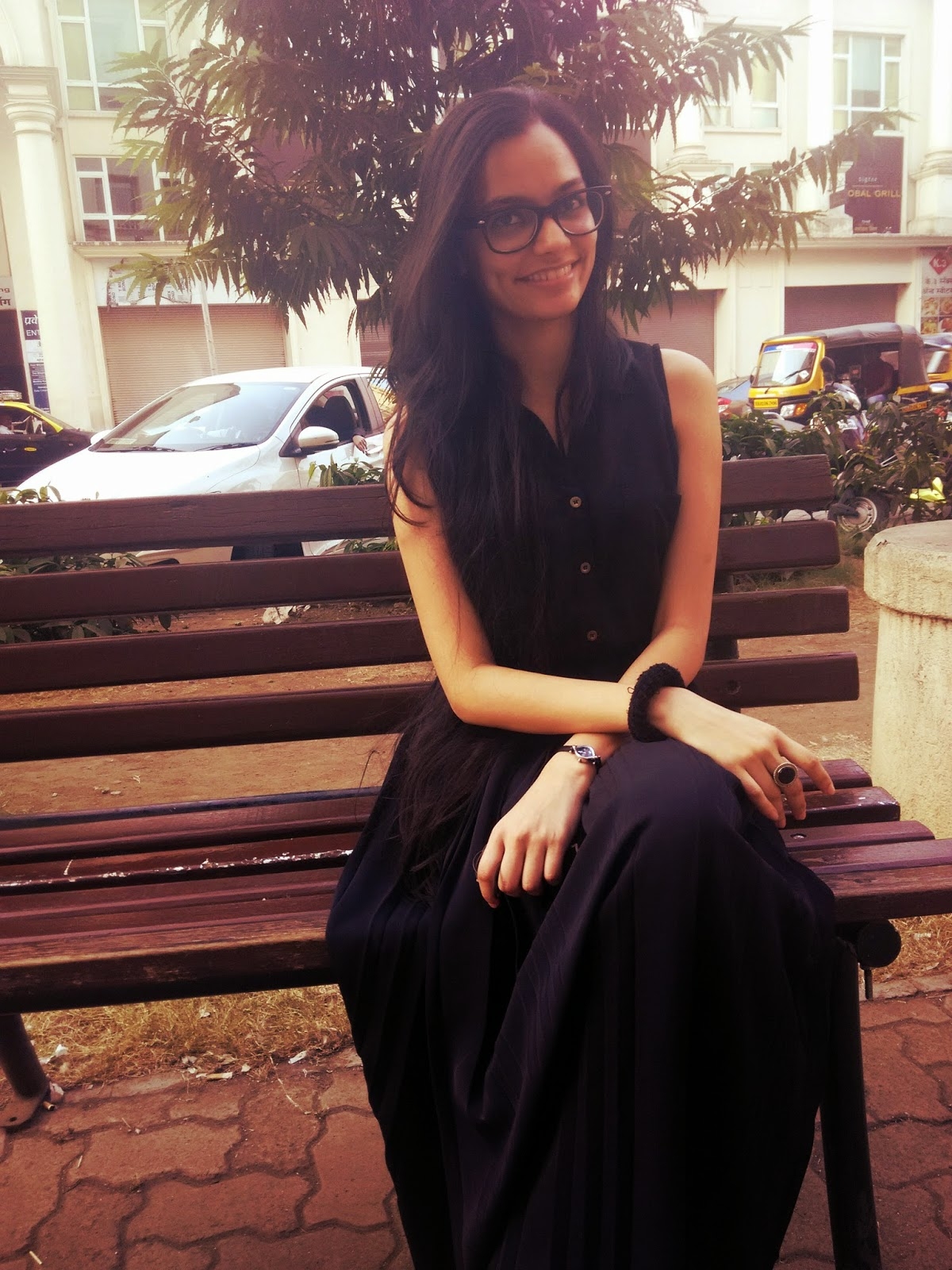 black dress, how to wear separates, pleated skirt, black lenskart glasses, weekend style, mumbai fashion blogger, mumbai streetstyle, what to wear on the weekends