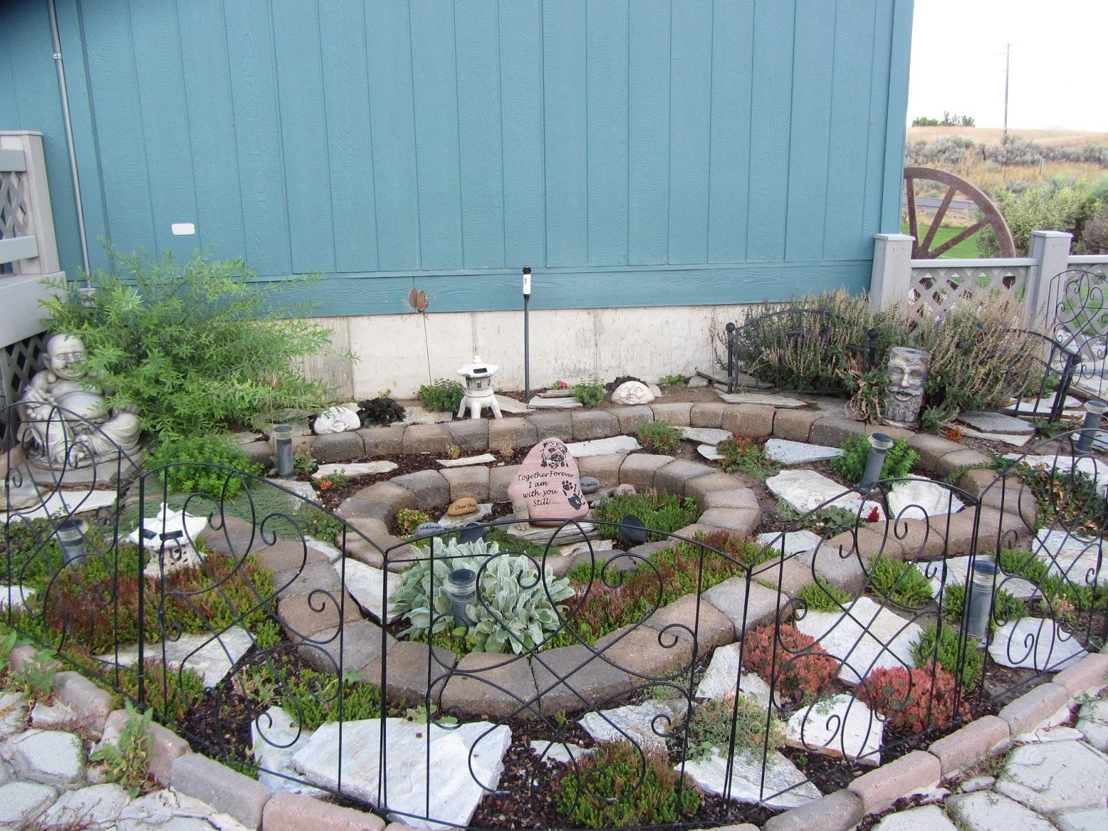 Idaho PugRanch: Pet Memorial Garden