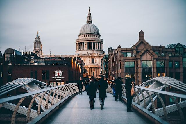 turisti in visita a Londra