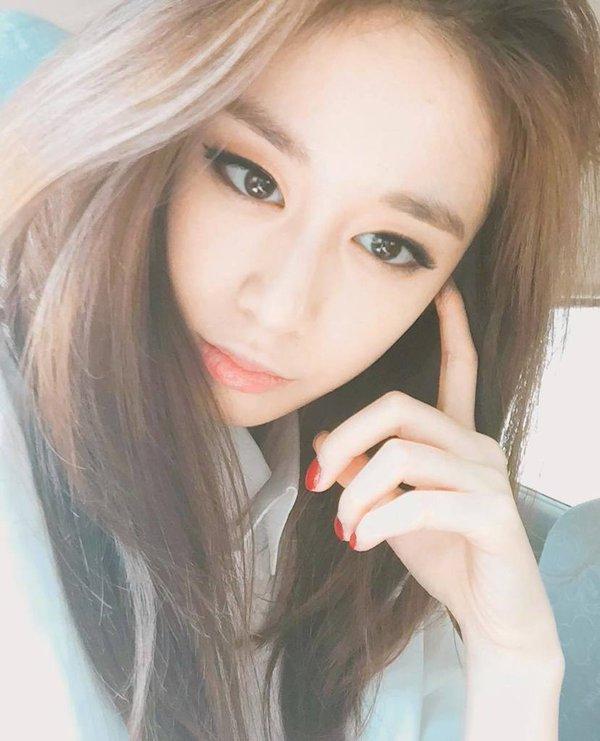 Jiyeon's Gorgeous Selca | Daily K Pop News