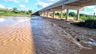 Chuva no Cariri: Rio Paraíba registra cheia nesta quinta-feira; veja vídeo