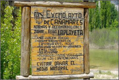 Antiguo cartel en La Playeta (Río Escabas, Cañamares)