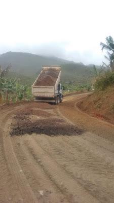 Prefeitura de Miracatu realiza manutenção na estrada da Serraria