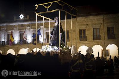 http://interbenavente.es/not/15952/magna-procesion-del-santo-entierro-por-las-calles-de-benavente/