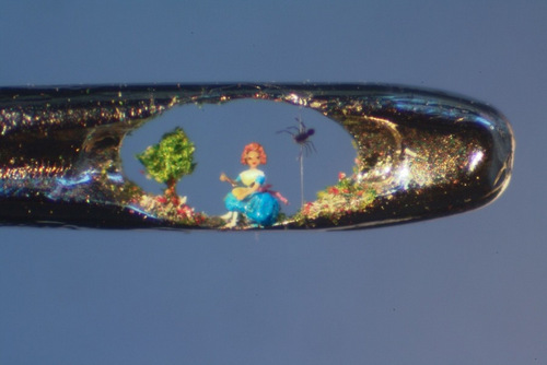 01 Willard-Wigan-Miniature-Art-and-Sculptures-in-The-Eye-of-a-Needle-Little-Miss-Muffet
