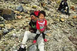Si Kecil Sabrina Dipuncak Gunung Cikurai