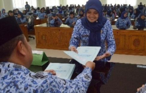 488 Honorer Terima SK PNS & SK Susulan Bagi Guru Honorer Yang Belum Terima Download Sekarang