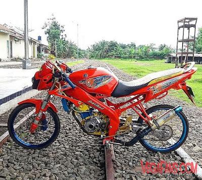 Foto Modifikasi Motor Vixion Thailook Merah