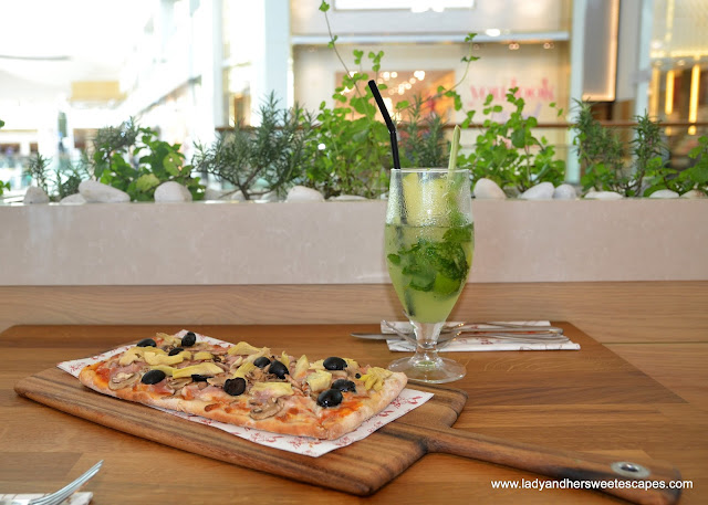 pizza in Barilla restaurant Dubai