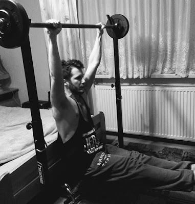 Jak połączyć trening ciężarami z kalisteniką?