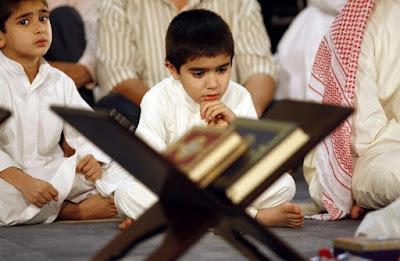 Inilah 11 Adab membaca Al-Qur'an