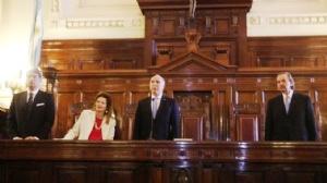 Este miércoles, la procuradora general Alejandra Gils Carbó emitió un dictamen en el que respaldó el freno a las subas, en sintonía con lo dispuesto por la Cámara Federal de La Plata, entre otros motivos por afectar derechos de usuarios y consumidores a partir de eludir la vía administrativa fijada por ley.