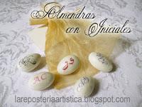 recuerdos boda originales almendras chocolates mym iniciales