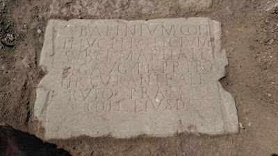 Άθικτη αρχαία ρωμαϊκή επιγραφή έρχεται στο φως κατά τη διάρκεια ανασκαφών στην Καβύλη