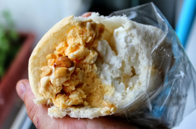 Thai bread ice cream nuts